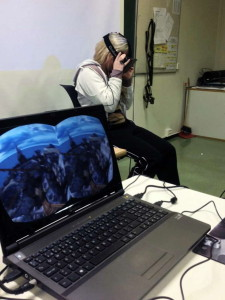 A student tests the Oculus Rift in class at the Garnes Vidaregåande Skule