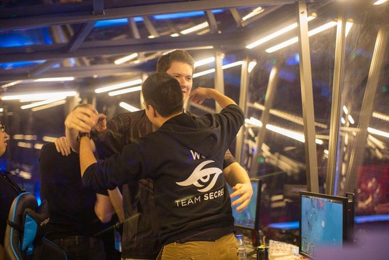 w33 and Puppey hugging it out at the Shanghai Major