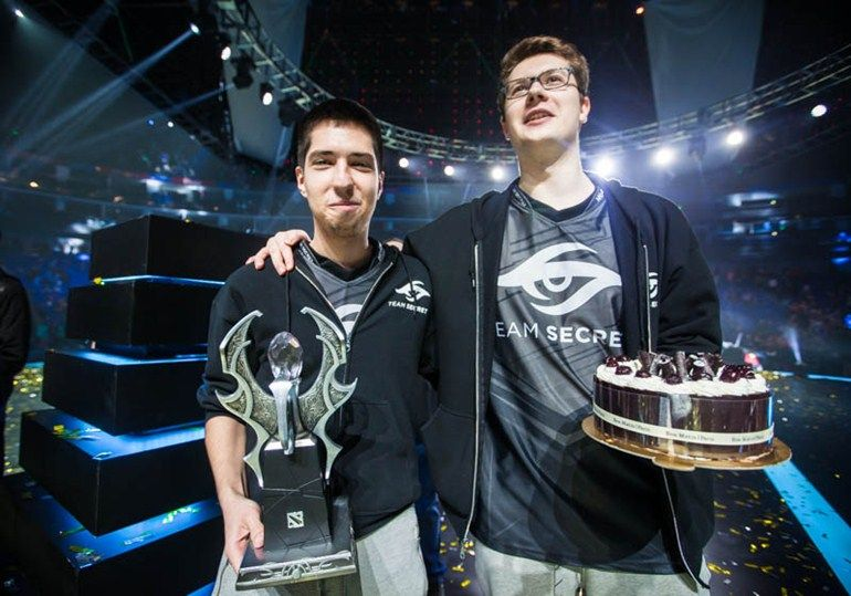 w33 and Puppey celebrating their birthday on the Shanghai Major stage